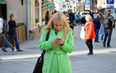 Texting and walking: Disturbing trend emerges