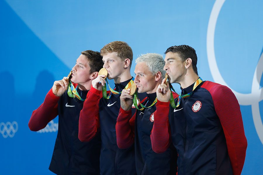 The+USA+swimming+team+poses+with+thier+medals.+