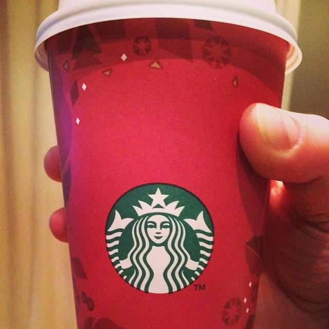 Starbucks+stirred+up+controversy+last+year+with+their+single-colored+coffee+cups.%0A